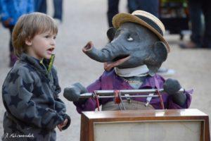 Jochen der Elefant mit Kind